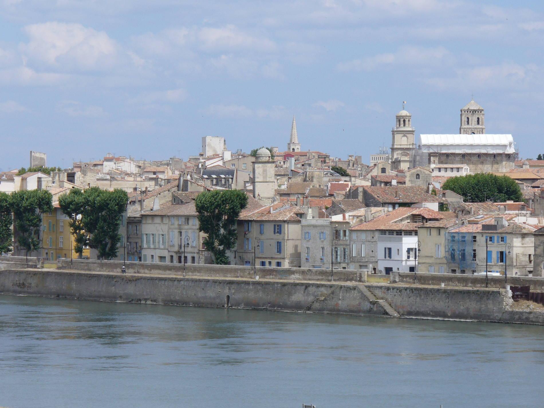 Vue sur la ville de Arles.